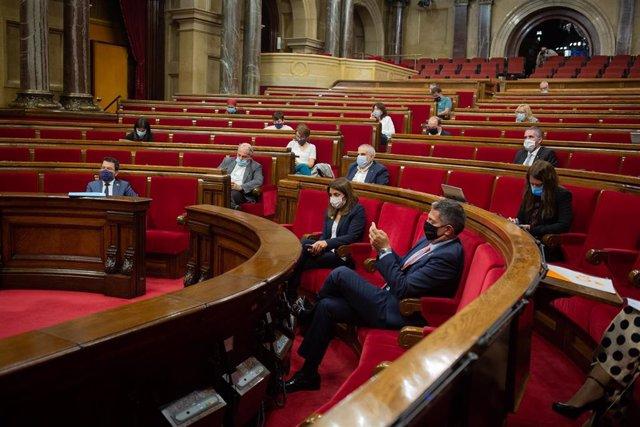 Vista general de un pleno celebrado en el Parlament de Cataluña para tratar la crisis sanitaria del coronavirus, a 6 de octubre de 2020.