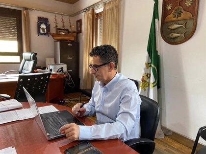 """El alcalde de Barbate (Cádiz) muestra su """"satisfacción"""" por el anuncio de la Junta de cribado en el municipio"""