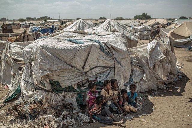 Niños desplazados por el conflicto en Yemen