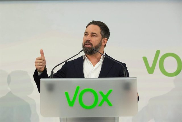 El líder de Vox, Santiago Abascal, interviene en un acto preelectoral en el Hotel Barcelona Sants, en Barcelona, Catalunya (España), a 26 de noviembre de 2020. Abascal ha viajado a la capital catalana para apoyar al candidato de la formación a las futuras