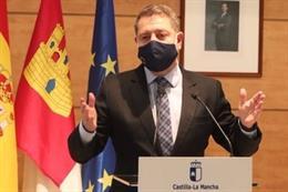 El presidente de C-LM, García-Page, en un acto en Cabanillas del Campo donde ha retomado su agenda tras el parón obligado por enfermedad