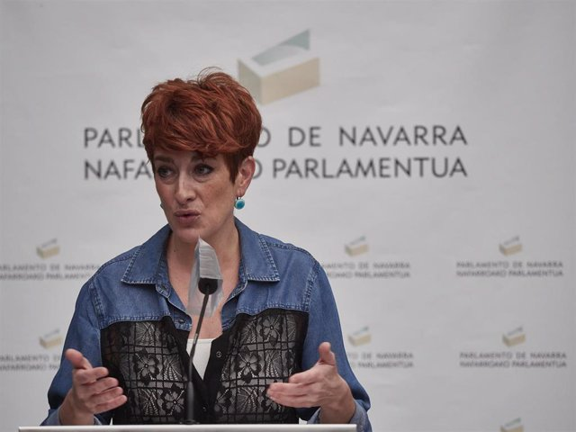 La diputada del Grupo Parlamentario EH Bildu Nafarroa Bakartxo Ruiz, durante una rueda de prensa tras la sesión plenaria en el Parlamento de Navarra, en Pamplona, Navarra (España) a 4 de junio de 2020.