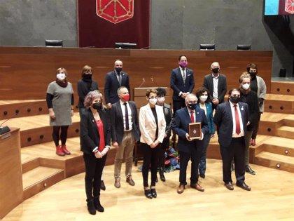 """Osasuna recibe la Medalla de Oro del Parlamento foral y se reivindica como """"uno de los mejores embajadores"""" de Navarra"""