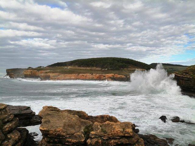 Vuerte viento y oleaje en el litoral cántabro. Archivo