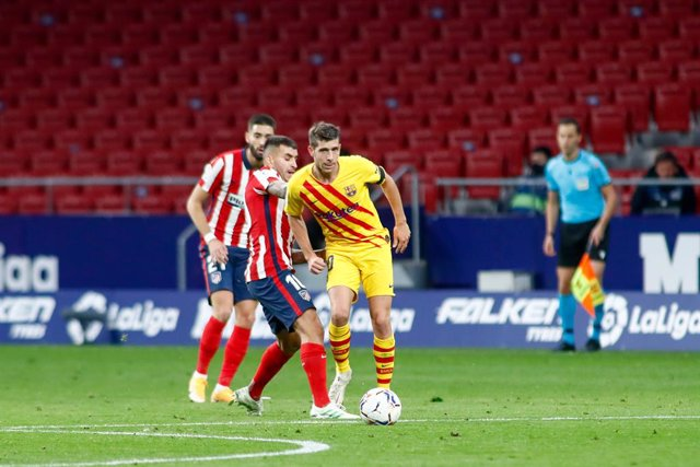 Sergi Roberto of FC Barcelona in action during the spanish league, La Liga Santander, football match played between Atletico de Madrid and FC Barcelona at Wanda Metropolitano stadium on November 21, 2020, in Madrid, Spain.