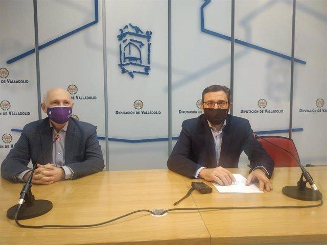Los socialistas Francisco Ferreira y Alberto Palomino, durante la ruedad de prensa en la Diputación de Valladolid.