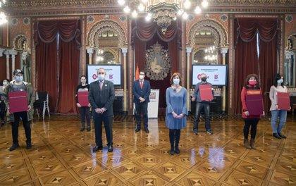 Ayuntamiento de Bilbao reconoce la contribución al uso del euskera en el comercio de cinco establecimientos de la Villa