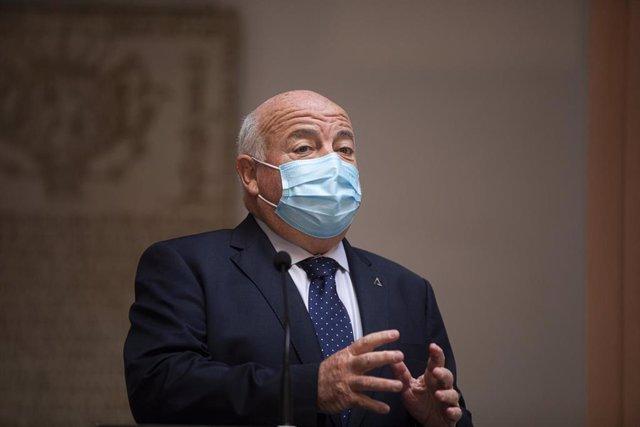 El consejero de Salud y Familias, Jesús Aguirre, foto de archivo