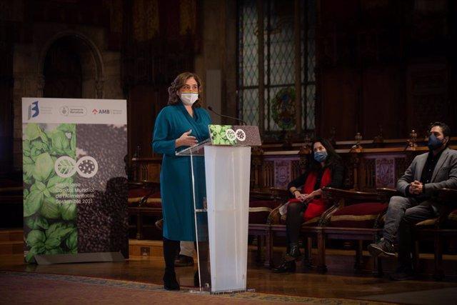 L'alcaldessa de Barcelona, Ada Colau, ha presentat aquest dimecres la Capital Mundial de l'Alimentació Sostenible 2021, que recull el testimoniatge de Milà, seu de la primera cimera el 2015, i de València, que ho va ser el 2017.