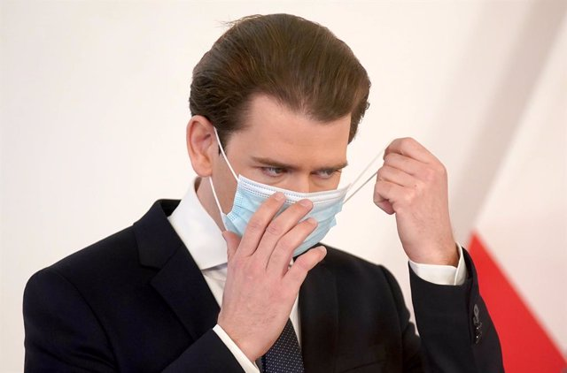 02 December 2020, Austria, Vienna: Austrian Chancellor Sebastian Kurz removes his mask before speaking during a press conference regarding the anti-coronavirus measures after attending a the cabinet meeting. Photo: Georg Hochmuth/APA/dpa