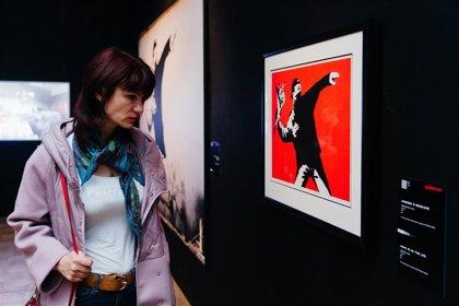 Las flores, los globos y los paraguas de Banksy ya están en el Círculo de Bellas Artes de Madrid