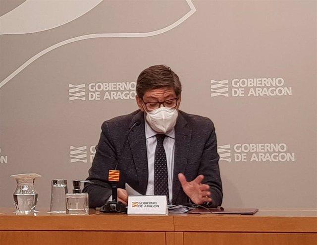 El vicepresidente y consejero de Industria, Competitividad y Desarrollo Empresarial del Gobierno de Aragón, Arturo Aliaga, explica el Plan Renove 2020 de electrodomésticos y calderas.