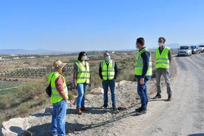 Acondicionan el camino rural entre Cortes de Baza y Canal de Jabalcón en Benamaurel, en Granada