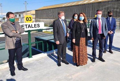 Crespo valora el primer 'Punto Limpio' construido en Sevilla con material reciclado