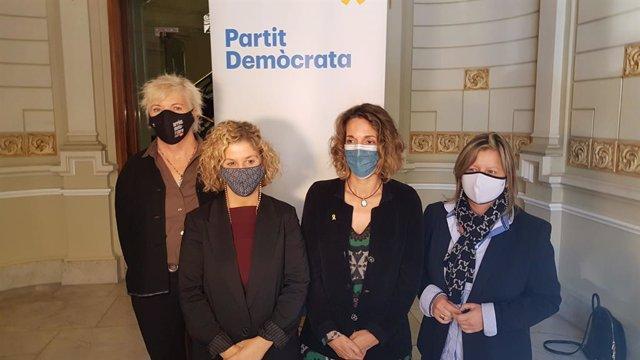 La candidata del PDeCAT a les eleccions catalanes, Àngels Chacón, en una visita aquest dimecres a les Terres de l'Ebre (Tarragona).