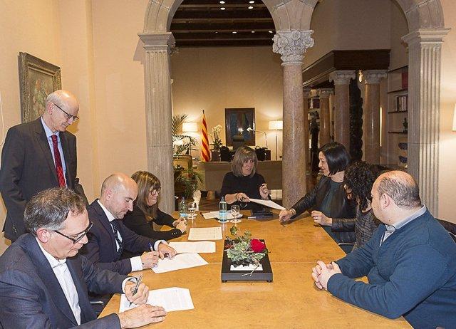 La presidenta de la Diputació de Barcelona, Núria Marin, i BBVA firmen crèdits amb 15 ajuntaments de la província.