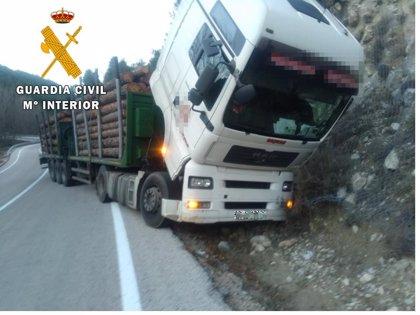 La Guardia Civil salva a un camionero que fue aplastado en Santiago-Pontones (Jaén) por su vehículo por accidente