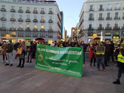 PSOE, Podemos y Más Madrid se unen a la concentración de docentes en Sol para pedir la renovación de contratos Covid