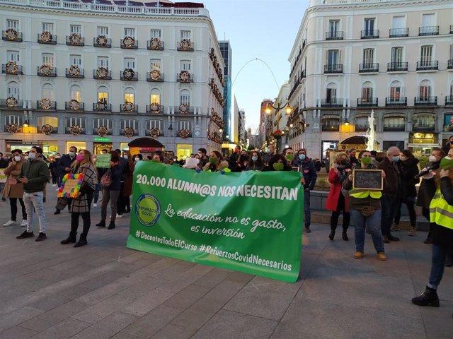 Concentración de docentes en la Puerta del Sol.