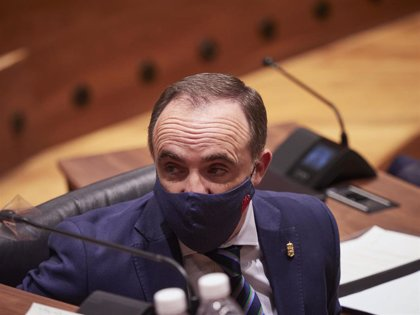 """Javier Esparza dice que """"Bildu está utilizando a Chivite para construir su república vasca"""""""