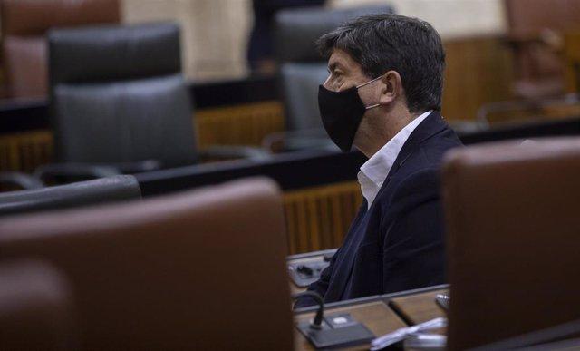 El vicepresidente de la Junta de Andalucía, Juan Marín, antes del inicio de la sesión plenaria del Parlamento andaluz. En Sevilla, (Andalucía, España), a 02 de diciembre de 2020.