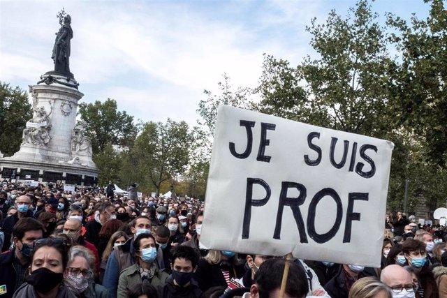 Manifestación de pudio por el asesinato del profesor francés Samuel Paty a manos de un islamista radical.