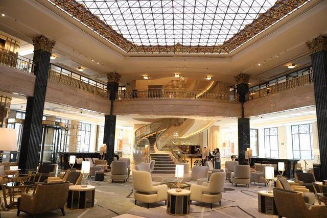 Vista del hall del hotel Four Seasons Madrid, ubicado en el Centro Canalejas