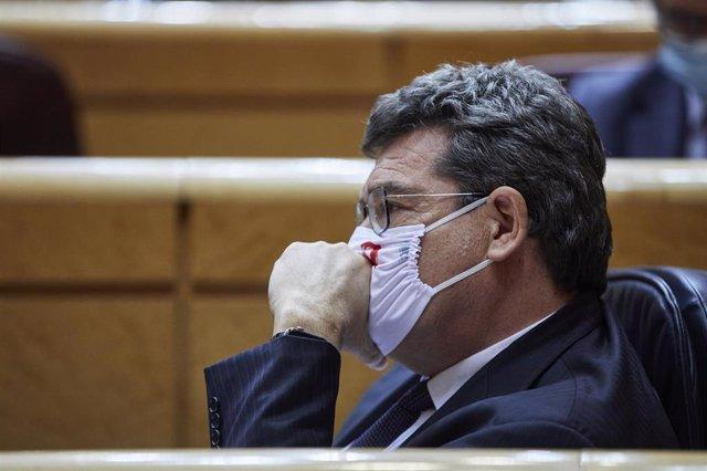 El ministro de Inclusión, Seguridad Social y Migraciones, José Luis Escrivá, en un Pleno del Senado