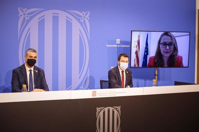 El conseller d'Acció Exterior, Bernat Solé; el vicepresident de la Generalitat, Pere Aragonès, i la delegada del Govern a la UE, Meritxell Serret.