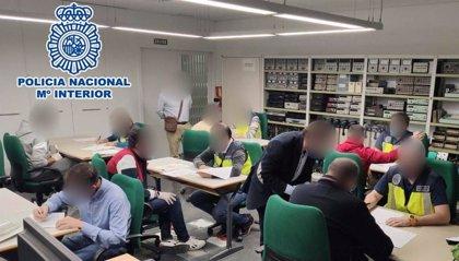 Detenido el gerente de una academia de Elche por expedir certificados falsos del curso de operador de grúa