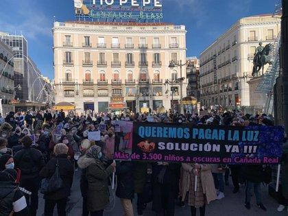"""Cañada Real se planta ante Sol reclamando luz porque son """"gente trabajadora"""" que está """"enfermando"""""""