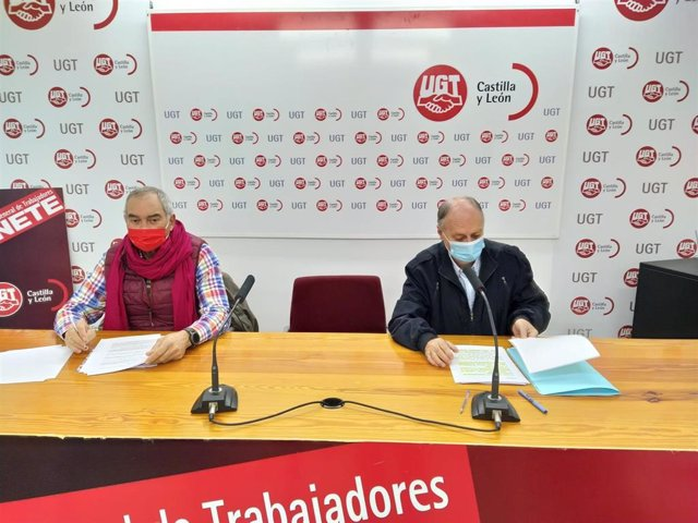 El secretario y el vicesecretario general de UGT Castilla y León, Faustino Tempano (d) y Evelio Angulo (i), respectivamente.