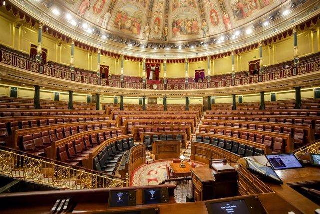 Hemiciclo vacío del Congreso de los Diputados tras la suspensión del pleno de esta semana como medida preventiva de contención del coronavirus, en Madrid (España) a 10 de marzo de 2020.