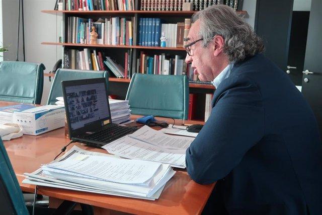 El conseller de Educación, Universidad e Investigación, Martí March, durante la reunión.