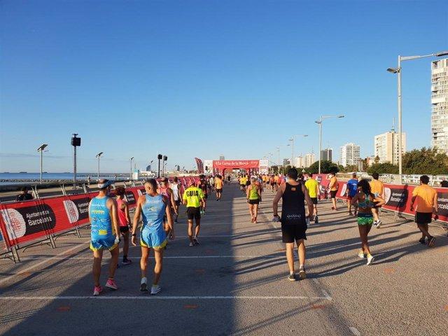 Imagen de la Cursa de la Mercè 2020, en la que los corredores salieron en grupos de seis cada cinco segundos para evitar aglomeraciones y evitar contagios de coronavirus.