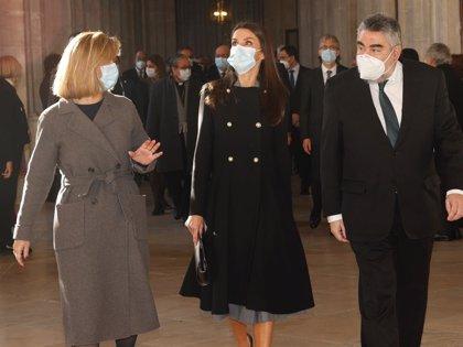 La Reina Letizia enamora con uno de los abrigos más favorecedores y elegantes de su vestidor