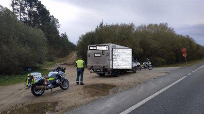 Interceptado un camionero que circulaba por la A-6, a la altura de Aranga (A Coruña), bajo los efectos de las drogas
