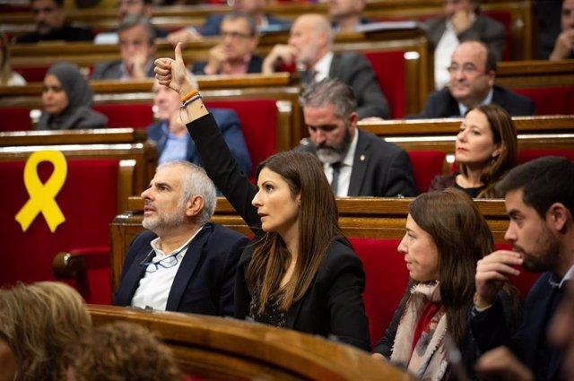 El presidente y la portavoz de Ciudadanos en el Parlament de Cataluña, Carlos Carrizosa y Lorena Roldán.