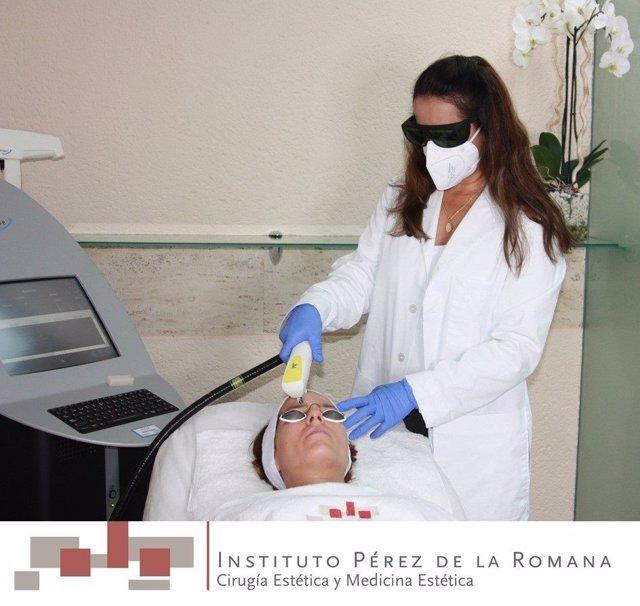 El Instituo Pérez de la Romana realiza un tratamiento con IPL
