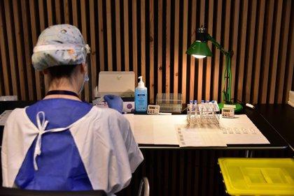 El comité de expertos asturiano esperará para evaluar si las farmacias pueden colaborar para hacer pruebas