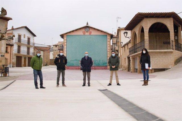 El consejero de Cohesión Territorial del Gobierno de Navarra, Bernardo Ciriza, visita las obras realizadas en Armañanzas.