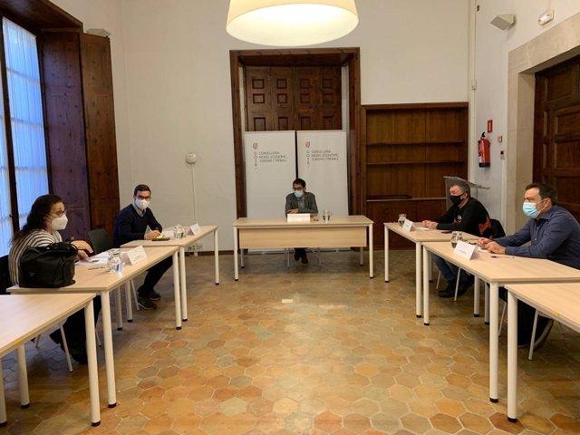 El conseller de Turismo se reúne con representantes de los sindicatos CCOO y UGT Baleares