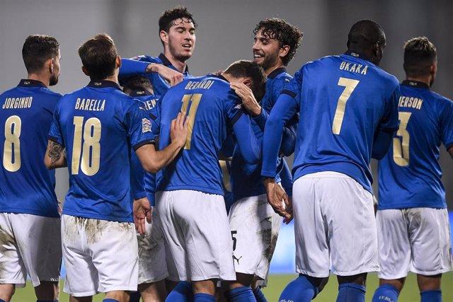 Los jugadores de la selección italiana celebran un gol en la Liga de Naciones 2020-2021