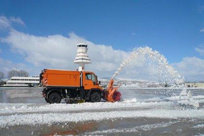 Aena activa el Plan Invierno en 20 aeropuertos, como el de Zaragoza, con riesgo de sufrir contingencias de hielo y nieve