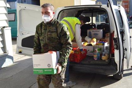 Unidades del Ejército de Tierra y de la Base Aérea donan 800 kilos de productos básicos al Banco de Alimentos