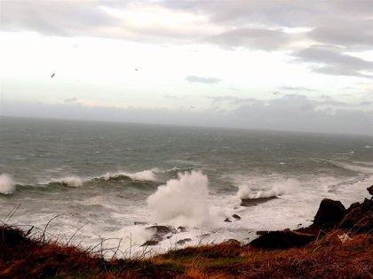 Cantabria, este viernes en riesgo por oleaje y viento en la costa y por nieve en Liébana