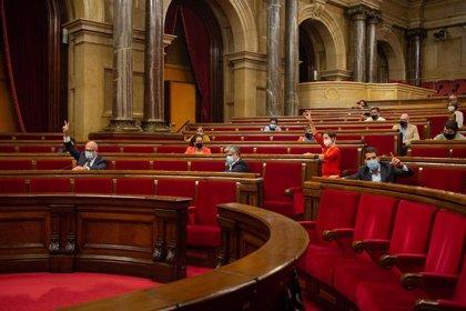 El Parlament insta al Govern a revisar el modelo educativo para recuperar la presencialidad total