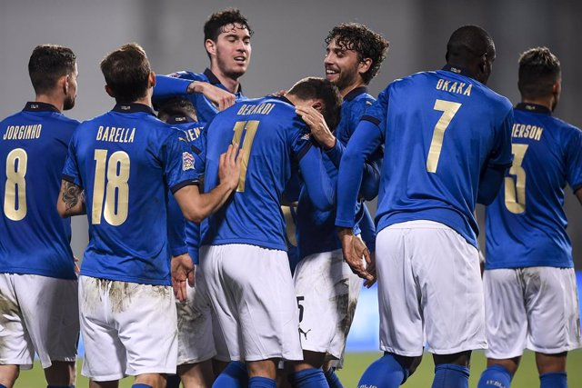 15 November 2020, Italy, Reggio Emilia: Italy players celebrate scoring their side's second goal during the UEFA Nations League Group A soccer match between Italy and Poland at Mapei Stadium - City of the Tricolor. Photo: Fabio Ferrari/LaPresse via ZUMA P