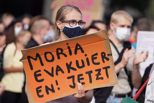 Manifestación en Berlín contra los campos de internamiento de migrantes y refugiados griegos como el de Moria