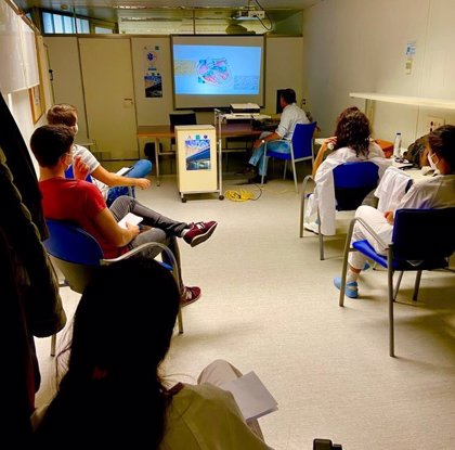 El Hospital Virgen de las Nieves de Granada forma a médicos residentes en el manejo de electrocardiogramas en Urgencias